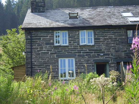 Click for more cottage info in picturesque rural surroundings